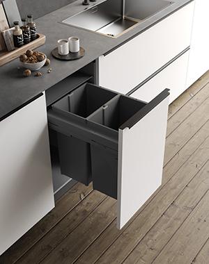 Poubelle gris anthracite dans un meuble tiroir