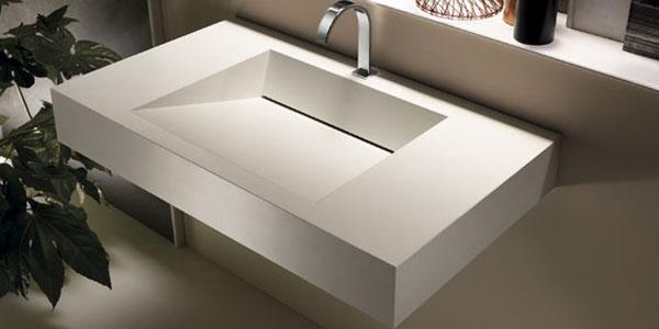 Vasque ceramique avec finition dans salle de bain